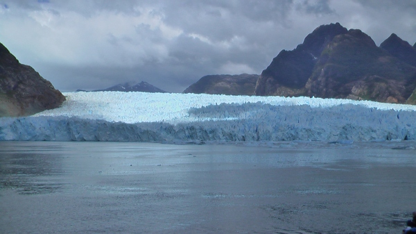 Picture by D. Dears of Raphael Glacier, Chile