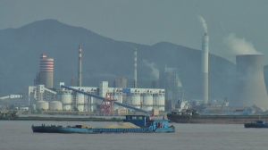 Coal-fired power plant in China. Photo by D. Dears